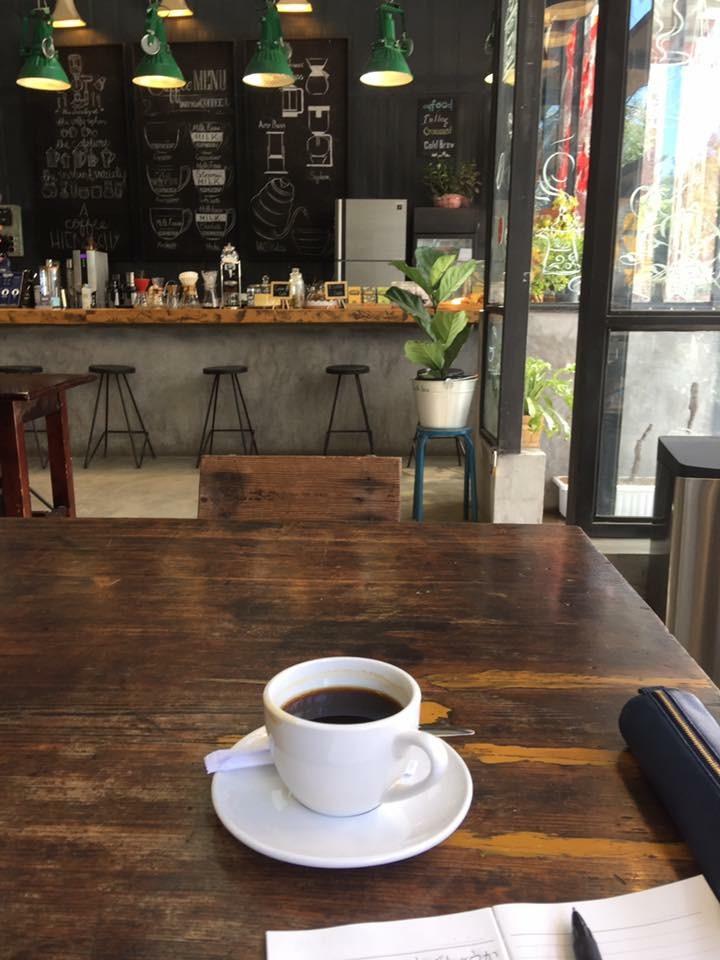 カフェで長居出来て読書や仕事が捗る